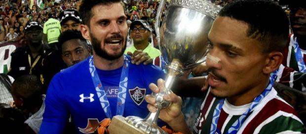 Júlio César volta normalmente contra o Atlético-PR, mas Gilberto segue desfalcando o Flu (Foto: Mailson Santana)
