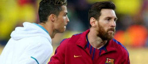 Carlos Tevez, qui a connu Cristiano Ronaldo et Lionel Messi, vient de faire une comparaison de ces deux joueurs.
