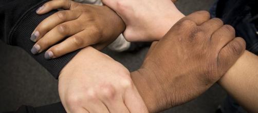 Frasi razziste su Facebook, divieto di Social e condanna a leggere (Ph. misawa.af.mil)
