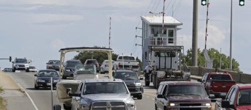 Miles de ciudadanos desalojan la costa este de EEUU por huracán Florence. - com.do
