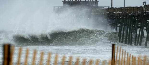 El huracán Florence comienza a sentirse en Carolina del norte, EEUU