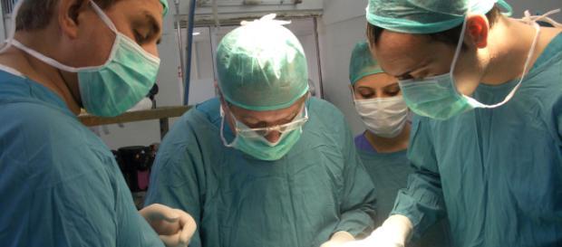 Napoli, si opera per sciatica e muore a causa di un'infezione