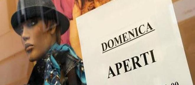 Italia divisa sulle chiusure domenicali: ipotesi stop fino al lunedì pure per l'e-commerce