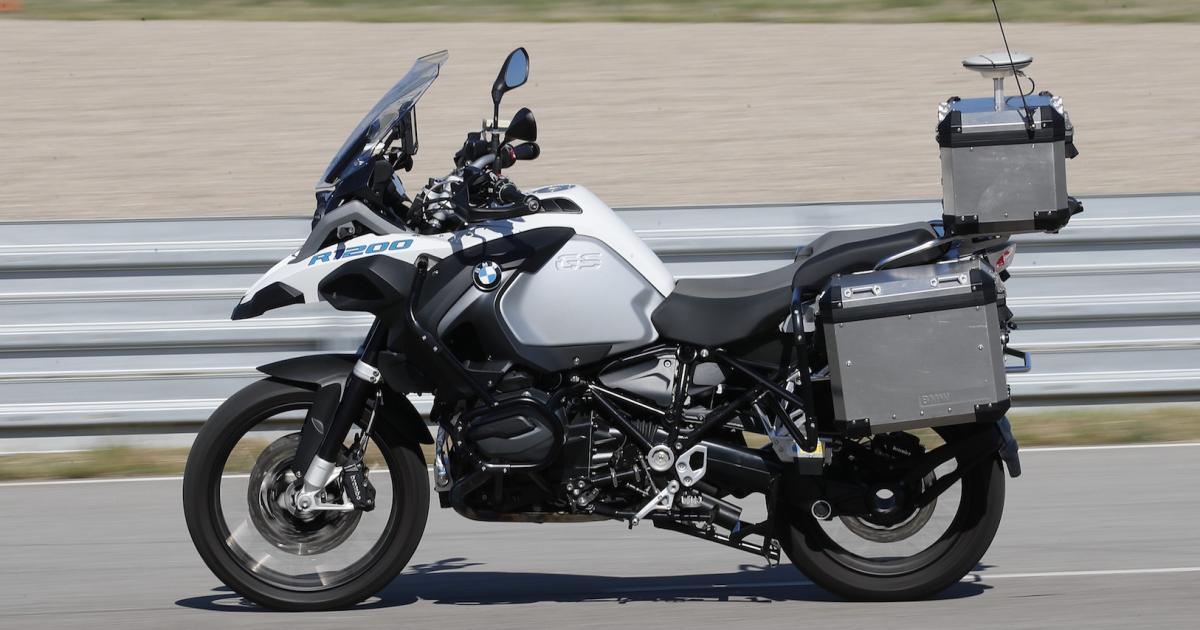 bmv empieza a desarrollar un prototipo de motocicleta que se conduce sola. Black Bedroom Furniture Sets. Home Design Ideas