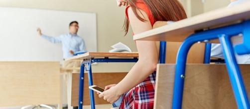 A scuola senza il cellulare. In Italia il primo esempio a Piacenza (via google immagini)
