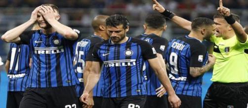 Le proteste dei giocatori dell'Inter