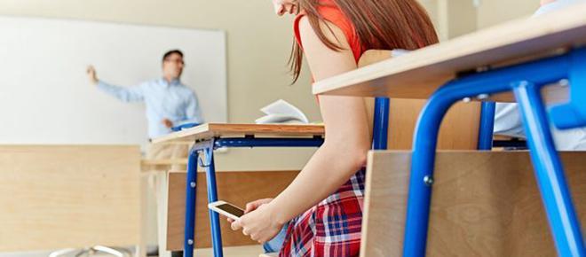 A scuola senza il cellulare, in Italia il primo esempio a Piacenza