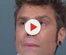 """Fedez si commuove durante """"L'intervista"""" di Maurizio Costanzo"""