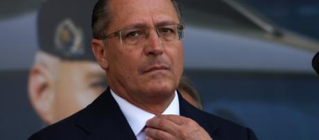 Geraldo Alckmin é acusado de beneficiar familiares em decreto