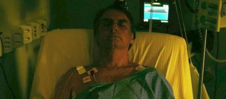 Jair Bolsonaro divulgou em seu Twitter a primeira foto após realização de segunda cirurgia (Crédito:Twitter/Jair Bolsonaro)