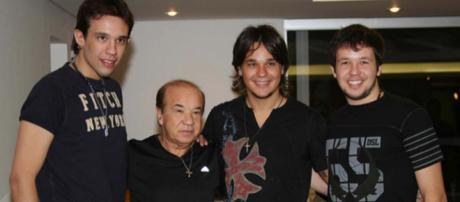 Kiko, Leandro e Bruno com o pai Franco.