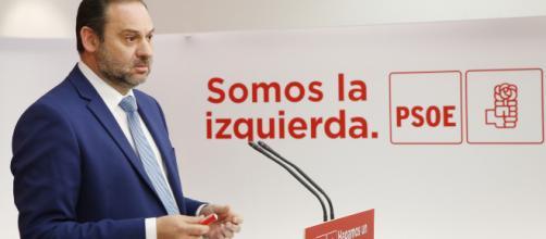 Ábalos exige disculpas a Albert Rivera