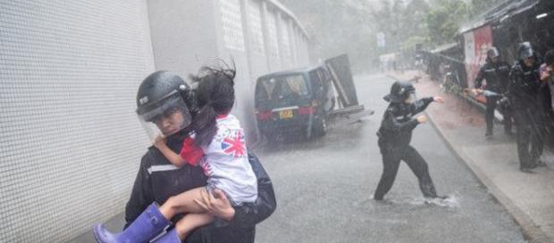 Soccorsi in azione ad Hong Kong
