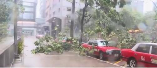 Hong Kong drenched as Typhoon Mangkhut hits China. [Image courtesy – Global News, YouTube video]