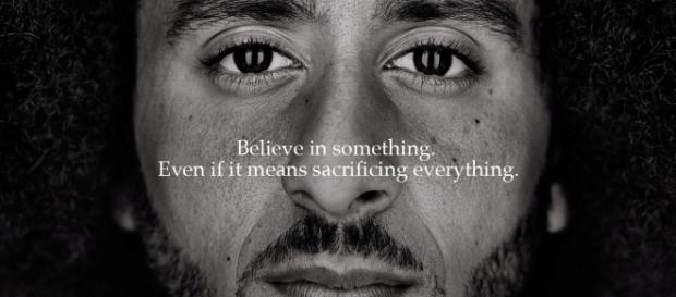Colin Kaepernick est le nouveau visage de Nike, qui célèbre les 30 ans du slogan Just Do It