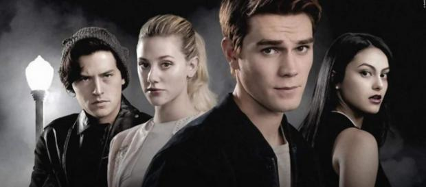 Riverdale Staffel 3: Purer Horror für Betty im ersten Trailer ... - film.tv
