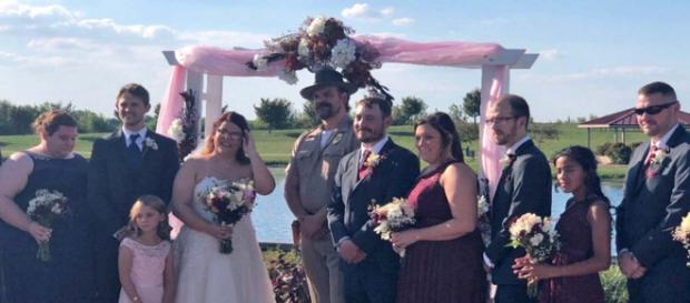 """""""Stranger Things"""" star David Harbour kept a promise and officiated a fan's wedding in Chief Hopper mode. [Image @DavidKHarbour/Twitter]"""