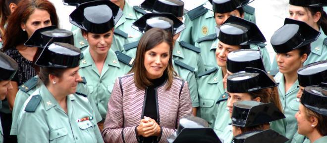 La Reina Letizia celebra los primeros 30 años de la mujer en la Guardia Civil