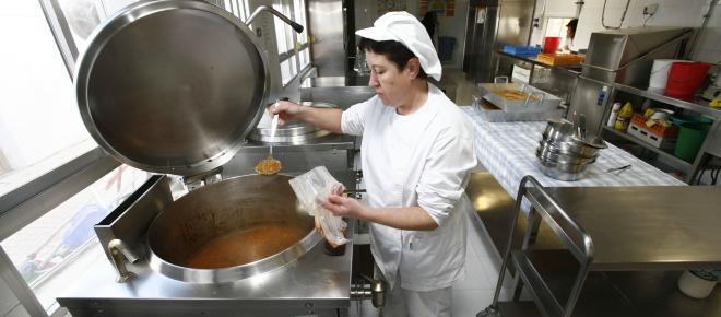 Exigen ovetenses que su menú escolar se haga en Asturias y no Cataluña