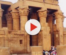 Egitto, si alla il tempio e viene alla luce un'antica sfinge di arenaria: la scoperta avvenuta ad Assuan nel tempio di Kom Ombo