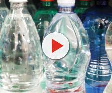Ladri entrano in casa utilizzando una bottiglietta di plastica
