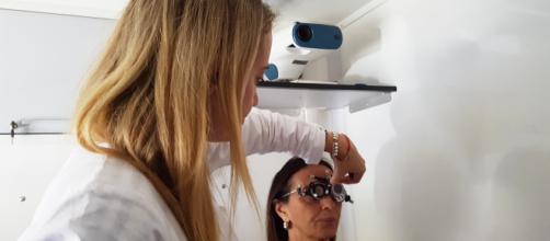 Check-up oculistico gratuito a bordo di un'Unità mobile oftalmica della IAPB Italia onlus per la Giornata mondiale della vista (info:www.iapb.it)