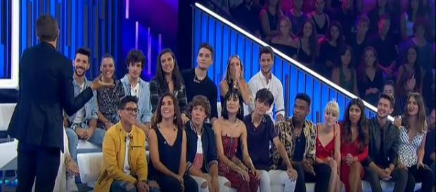 Los concursantes de OT 2018 con Roberto Leal en el transcurso de la gala que superó en audiencia a la gala de la edición anterior