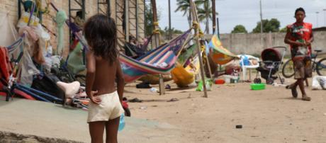 Venezuelanos buscam abrigos em comunidades indígenas do Brasil.