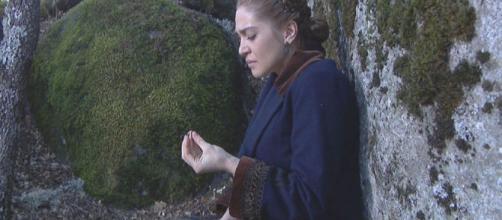 Anticipazioni Il Segreto: Julieta si rifugia nel bosco dopo aver ferito il marito Prudencio.