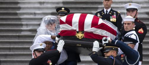 La conmovedora despedida de John McCain en el Capitolio de Washington. - tenemosnoticias.com