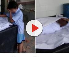 Foto de garoto ao lado do pai morto comove o mundo. (foto reprodução).
