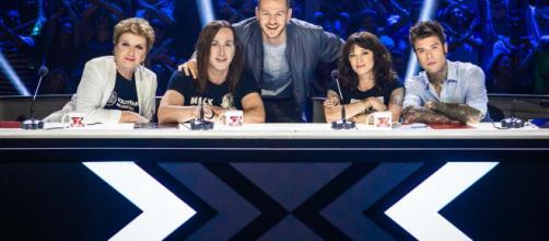 Alessandro Cattelan e i giudici di X-Factor 12