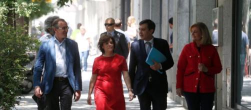 Santamaría y exministros deberán buscar opciones laborales tras su salida de la política