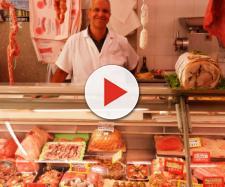 Francia, è 'guerra della bistecca': guardie armate per difendersi dagli assalti vegani
