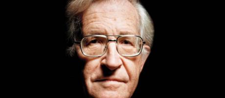 O filósofo Noam Chomsky visitou o ex-presidente Lula.