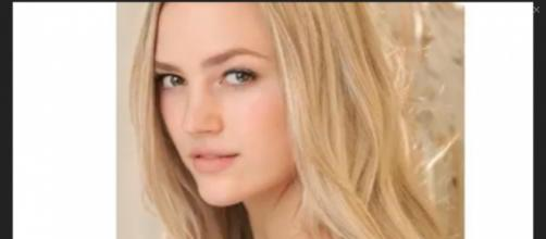 Bayley Corman will replace Hunter King as Summer on Y&R for three episodes. [Image Source: Biography International - YouTube]