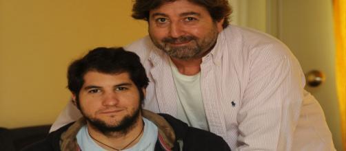 Julian Contreras y su padre son desahuciados de su vivienda por orden judicial