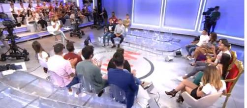 Las sillas de las pretendientes de Moha se encontraban vacías al comienzo de MYHYV