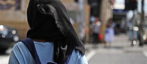 Menoona Safdar, la ragazza portata in Pakistan con l'inganno, è rientrata in Italia.