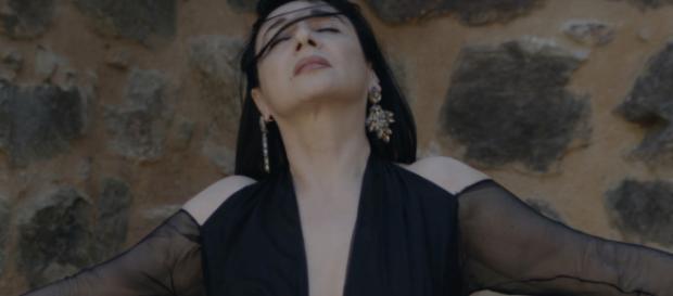 A fadista Mísia, uma das participantes no Festival deste ano [Imagem via YouTube/Misia Fado]
