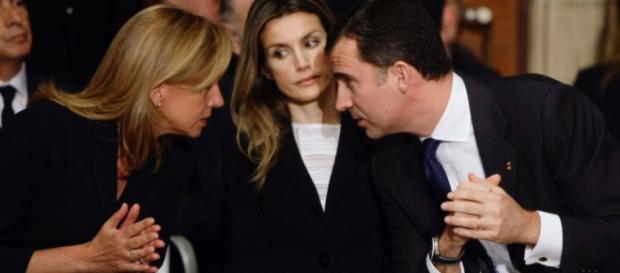 Felipe VI y Letizia con Cristina