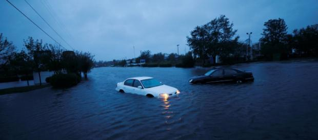 Comunidades de la costa Atlántida de EEUU siguen en alerta por el huracán Florence.