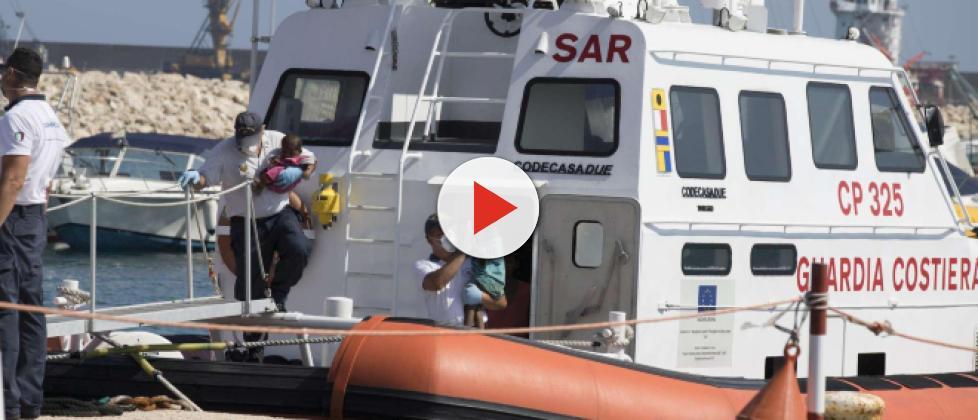 Migranti, Salvini: 'Denuncerò per favoreggiamento le Ong che aiutano gli scafisti'