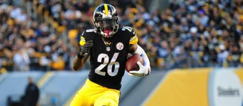 Le'Veon Bell hints he's leaving the Pittsburgh Steelers. [Image via Sports Al Dente/YouTube]