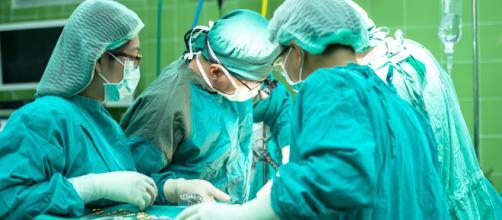 Trapianto di faccia: concluso il primo in Italia, l'intervento è durato venti ore circa l'operazione.