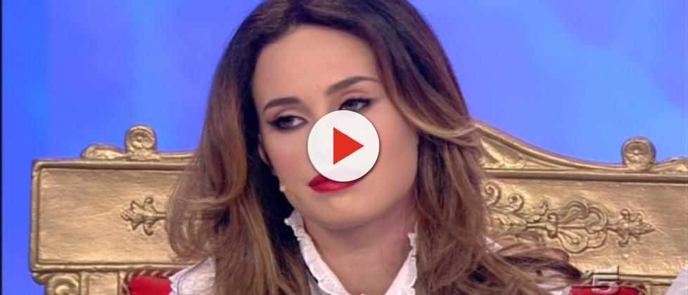 Sara Affi Fella si vedeva con l'ex, la De Filippi spiazzata: 'I genitori sapevano'