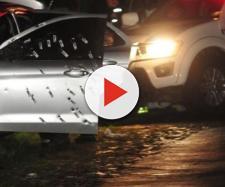 Carro da vítimas com diversas marcas de tiros