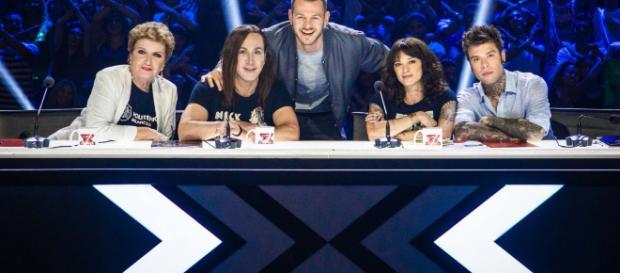 La giuria di X Factor 2018. Da sin. Mara Maionchi, Manuel Agnelli, il conduttore Alessandro Cattelan, Asia Argento e Fedez