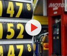 Prezzo della benzina, si studia il taglio delle accise in manovra