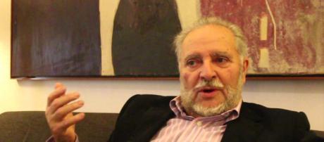 Julio Anguita y la Libertad de Otegi,.rezandole a no se que Virgen ... - youtube.com